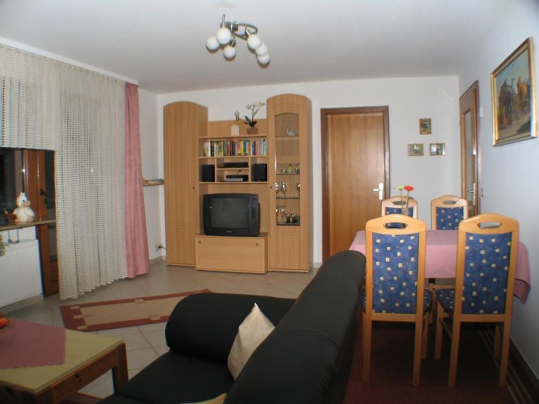 Haus windeck ferienwohnung ferienwohnung in r tenbach mieten for Wohnzimmer 33 qm