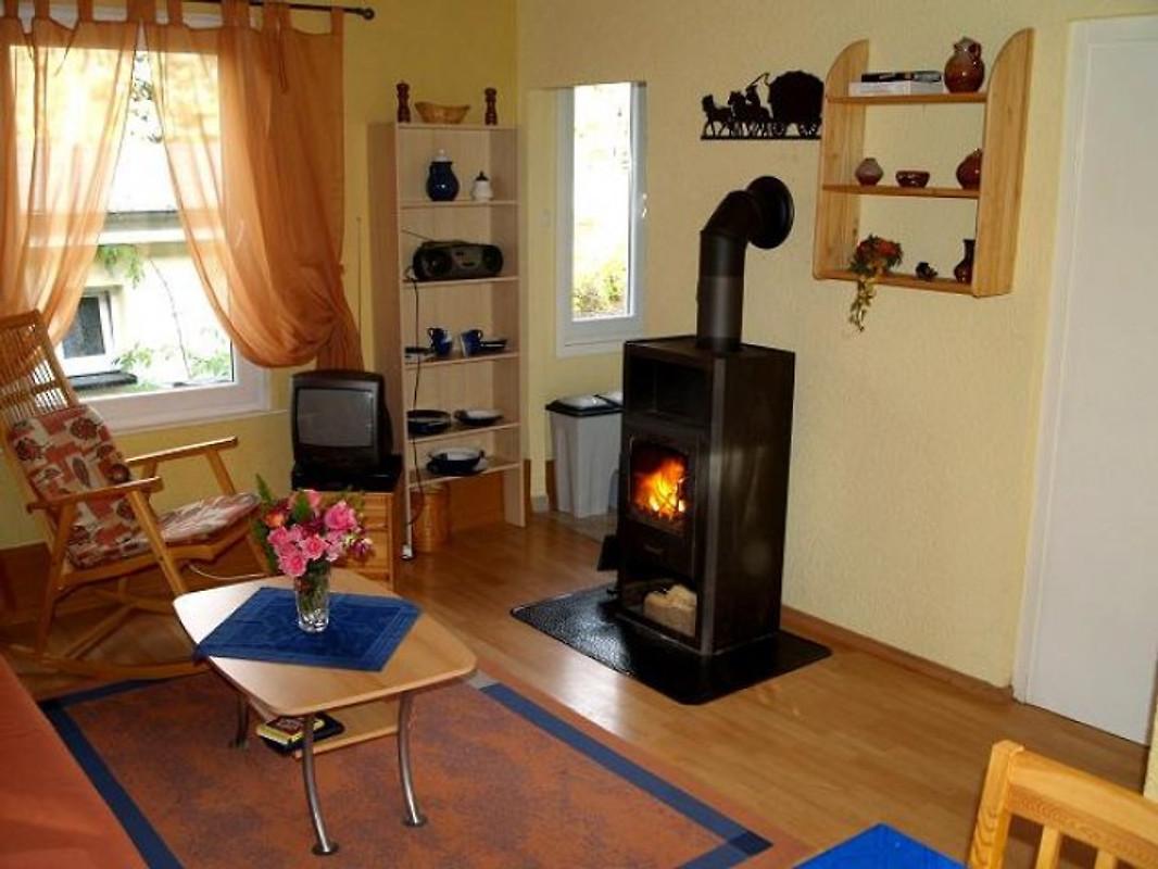 bungalow mit kamin bei wernigerode ferienhaus in ilsenburg mieten. Black Bedroom Furniture Sets. Home Design Ideas