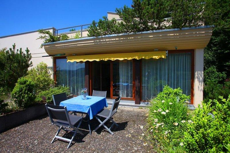 Die Terrasse unserer Ferienwohnung