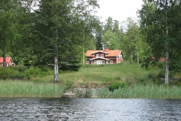 Haus vom See aus gesehen