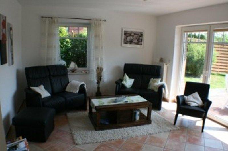 Das Wohnzimmer mit Echtleder-Sofagarnitur