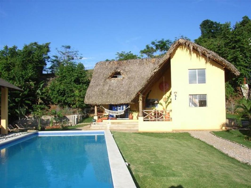La casa amarilla ferienhaus in las terrenas mieten for Casa amarilla la serena
