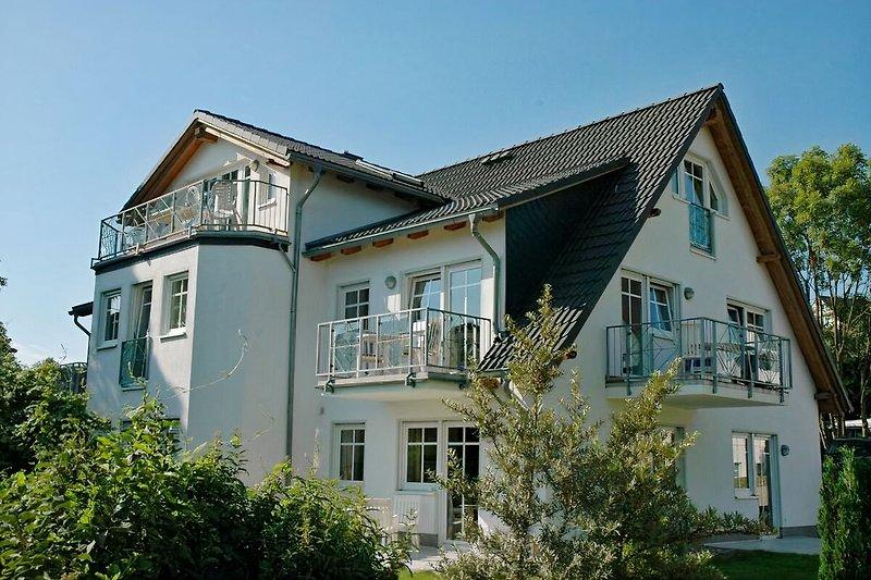das Dünenhaus mit den 2 Balkonen der Wohnung