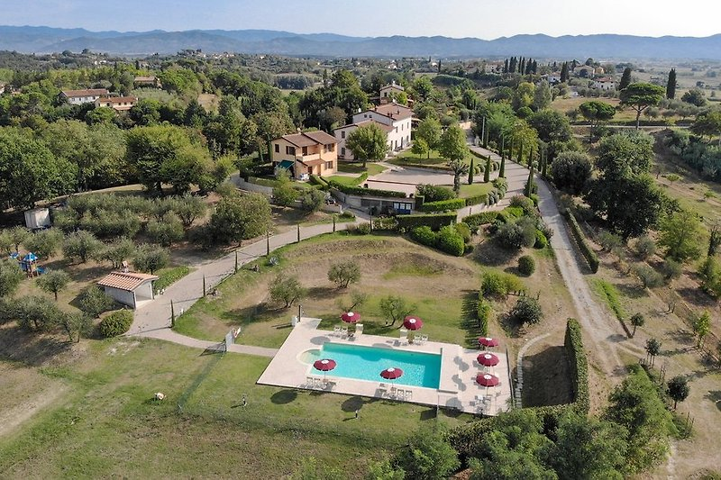 Panorama of La Scuola di Furio holiday home with pool in Tuscany seen form the drone