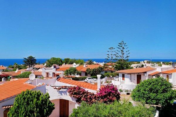 Ferienhäuser und Meer