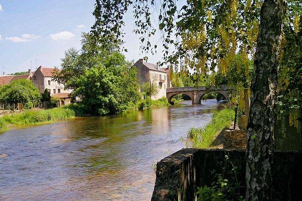 Am Wasser en Saint Père sous Vézelay - imágen 1