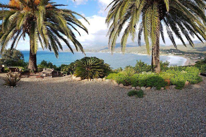 Aussicht Garten auf den Plage de Liscia