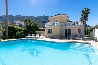 Schönes Ferienhaus mit Privatpool für maximal 8 Personen, gelegen in Denia, Costa Blanca, Spanien.