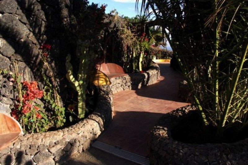 Laubengang zur Grill- und Chill-Lounge - Casa La Concha