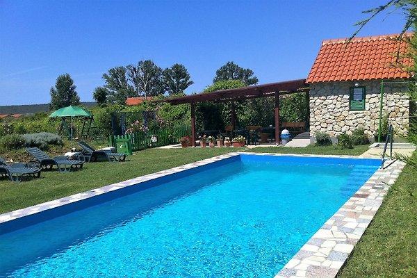 H.MANUELA, piscina, descuentos de hasta el 55% en Ljubac - imágen 1
