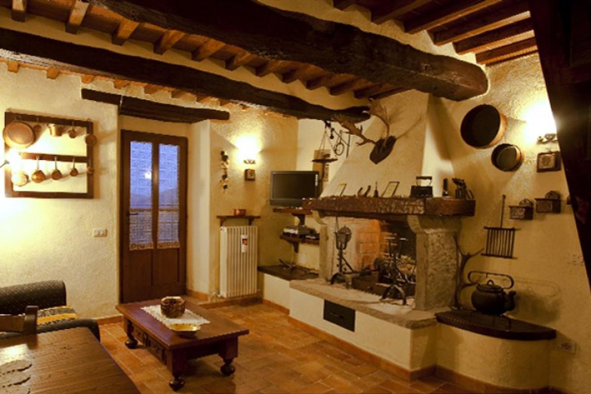 Villa il seccatoio ferienhaus in cortona mieten for Interni ristrutturati