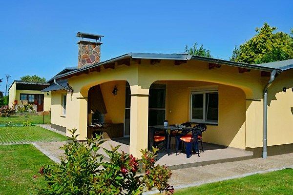 Ferienhaus mit überdachter Terasse