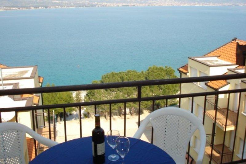 Balkon mit Sicht auf das Meer