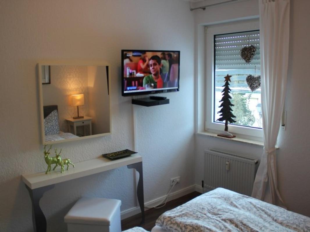 beautiful tv im schlafzimmer images - home design ideas