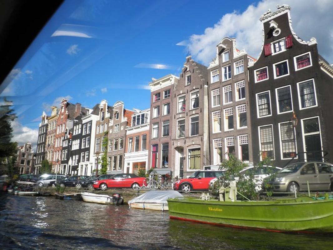 Houseboat moderna di amsterdam casa su barca in for Houseboat amsterdam prezzi