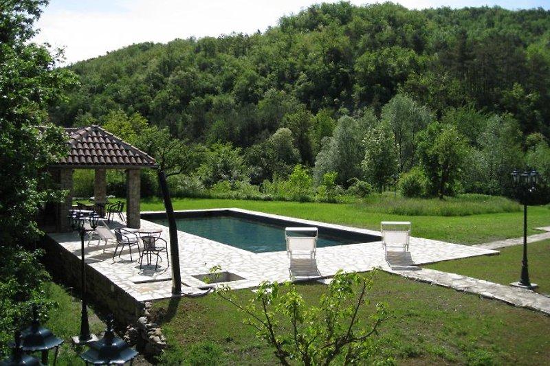 Schwimmbad in Pian del Nasso (Piana Crixia, SV, Italien)