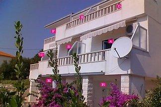 Villa Laura mit Blich aufs Meer