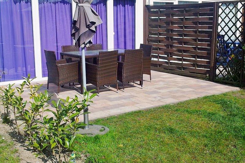 Garten mit Terrasse, Grill