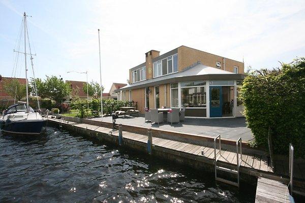 Accueil Waterfront avec quai de bateau à Lemmer - Image 1