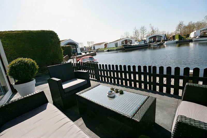 Terrasse am Wasser mit Sudlage