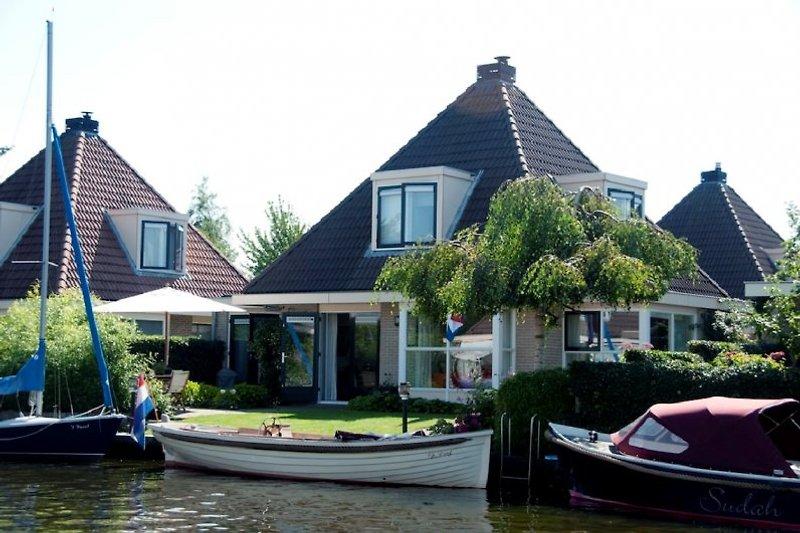 Die Villa am Wasser