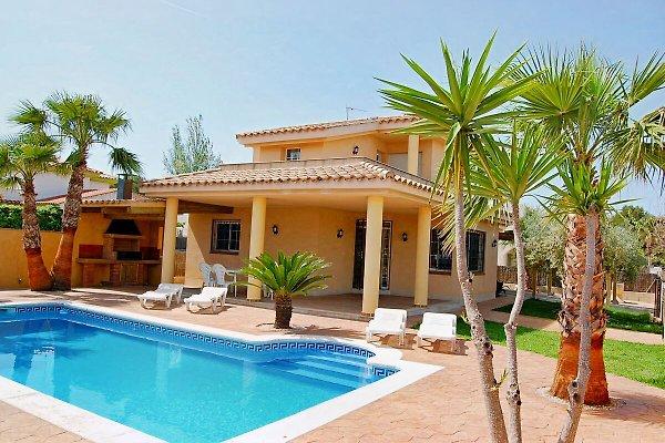 Villa de r ve avec piscine priv e pr s de la plage for Villa de vacances avec piscine privee