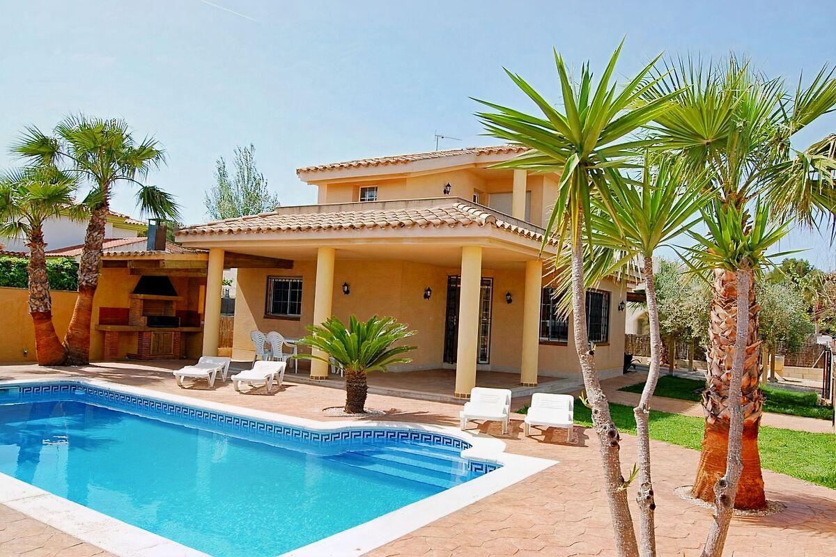 85bb738587518 Villa de ensueño con piscina privada cerca de la playa en Riumar ...