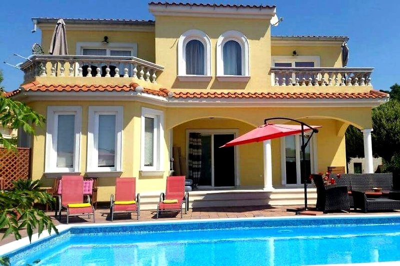 Villa Rosana Ap / 2 + AP / 4, Outpool. in Barbat - immagine 2