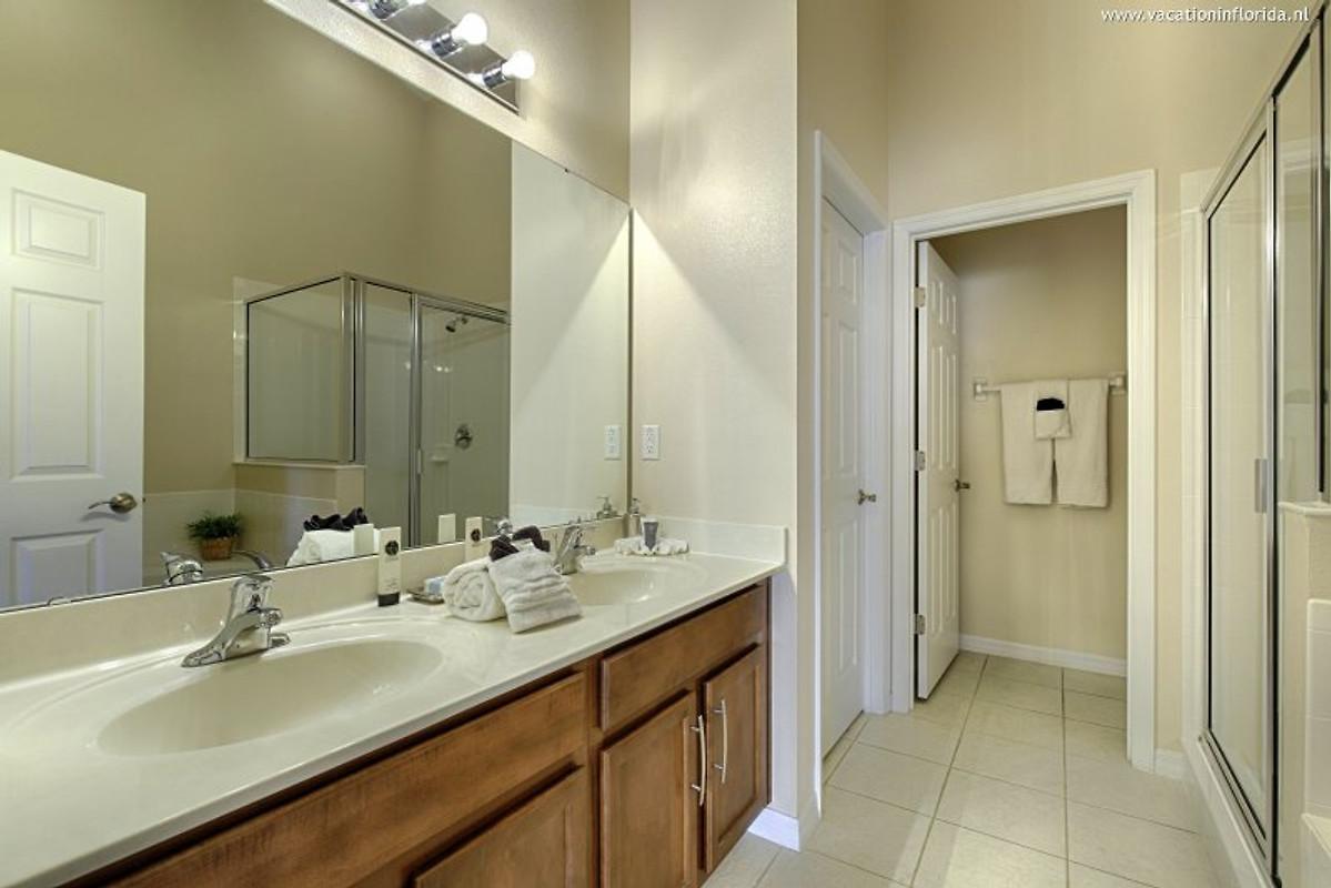 Badezimmer (1 Von 3)