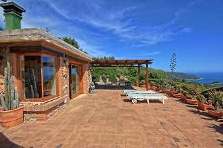 Holiday Villa for 4-6 persons - dream location on Monte Argentario
