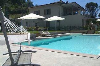 Maison de vacances moderne avec piscine dans un emplacement panoramique à la périphérie   un village entre Florence et Arezzo.   Matériel et fournitures Top - Emplacement idéal de départ pour visiter la ville.
