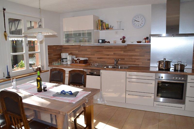 Großzügige Küche mit Essbereich im Ferienhaus