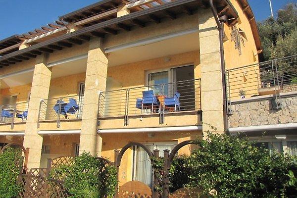 RESIDENCE Rosmari AM SEE avec PISCINE à Brenzone - Image 1