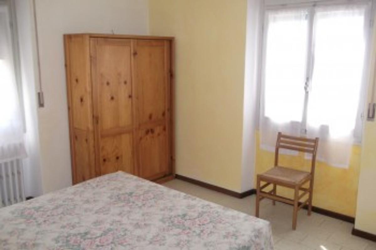 Cottage residence rose am see appartement vakantiehuis in torri del benaco huren - Personeel inrichting slaapkamer ...