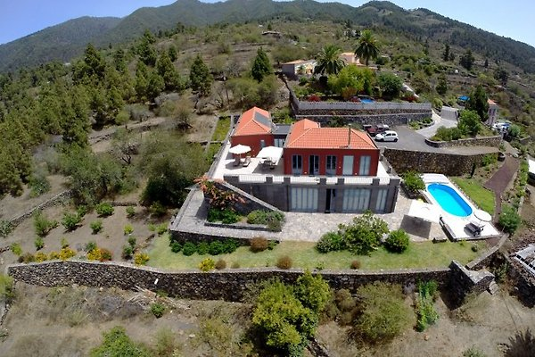 Villa - Pool Helikopterbild