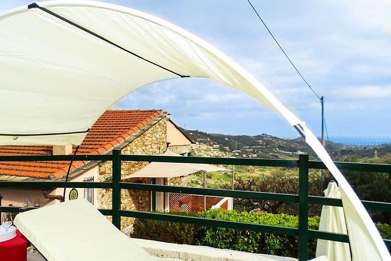 Neue obere Terrasse mit Meerblick