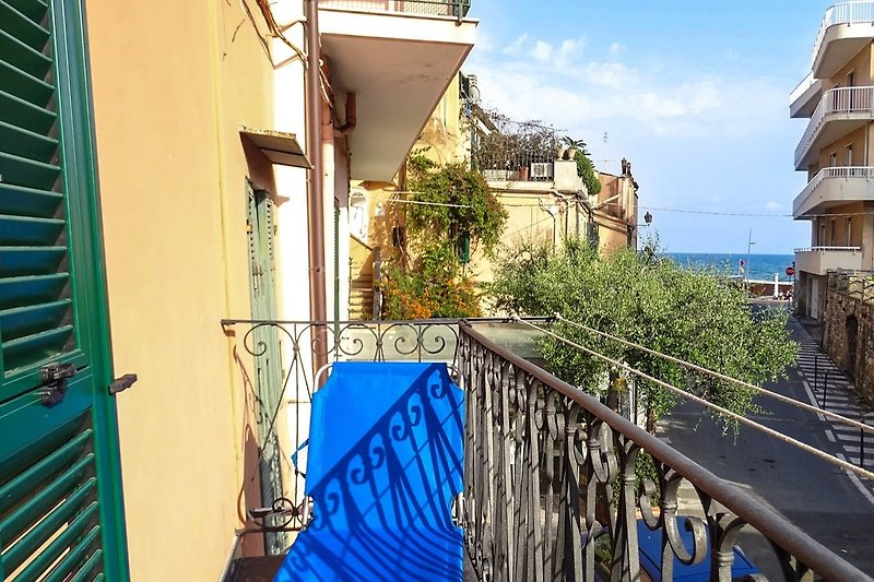 Möblierter Balkon mit Meerblick