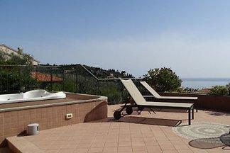 Casa Delmi - terraza con jacuzzi