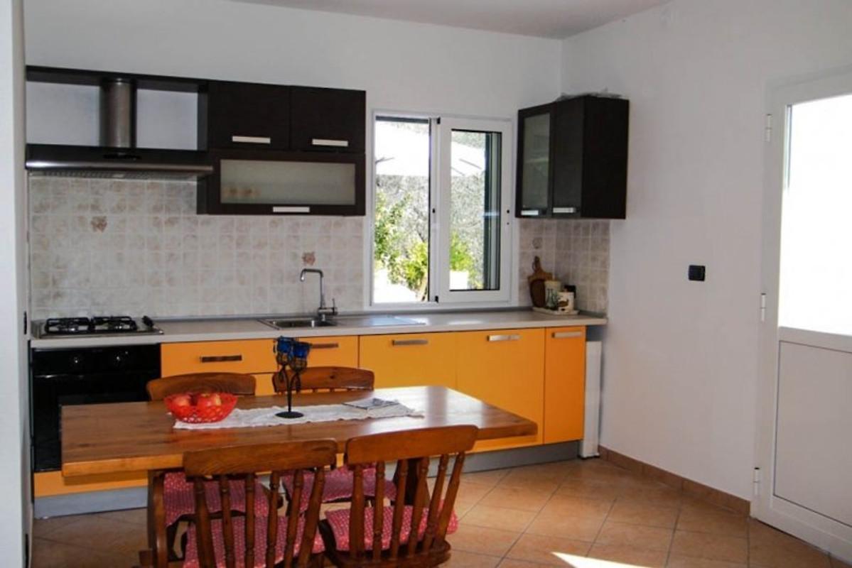 casa rosi ferienwohnung in casa carli mieten. Black Bedroom Furniture Sets. Home Design Ideas