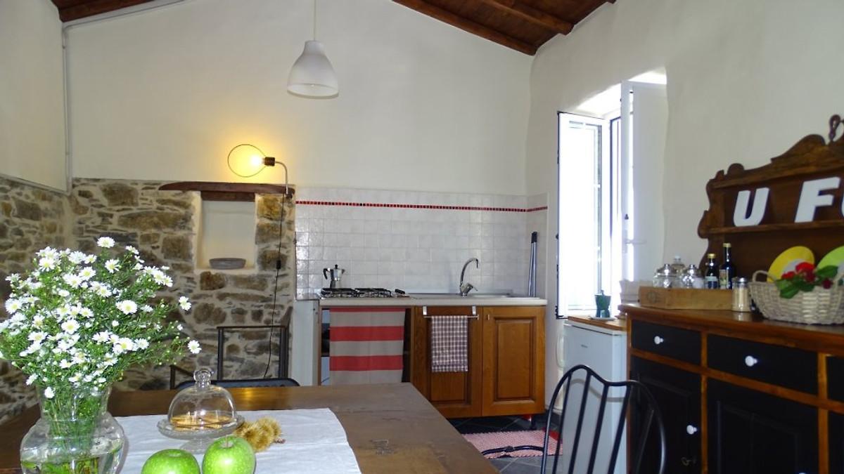 u furnu last minute angebote ferienhaus in chiusanico. Black Bedroom Furniture Sets. Home Design Ideas
