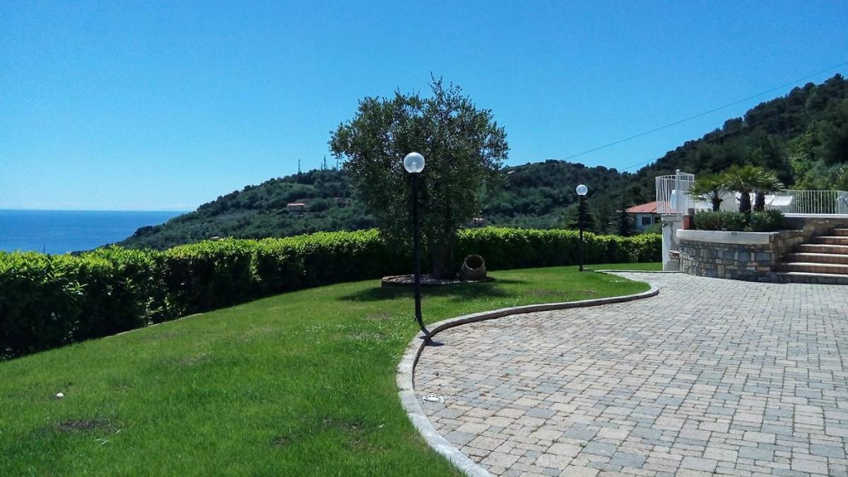 Villa agata 107 mit pool ferienhaus in imperia mieten for Garten pool wanne