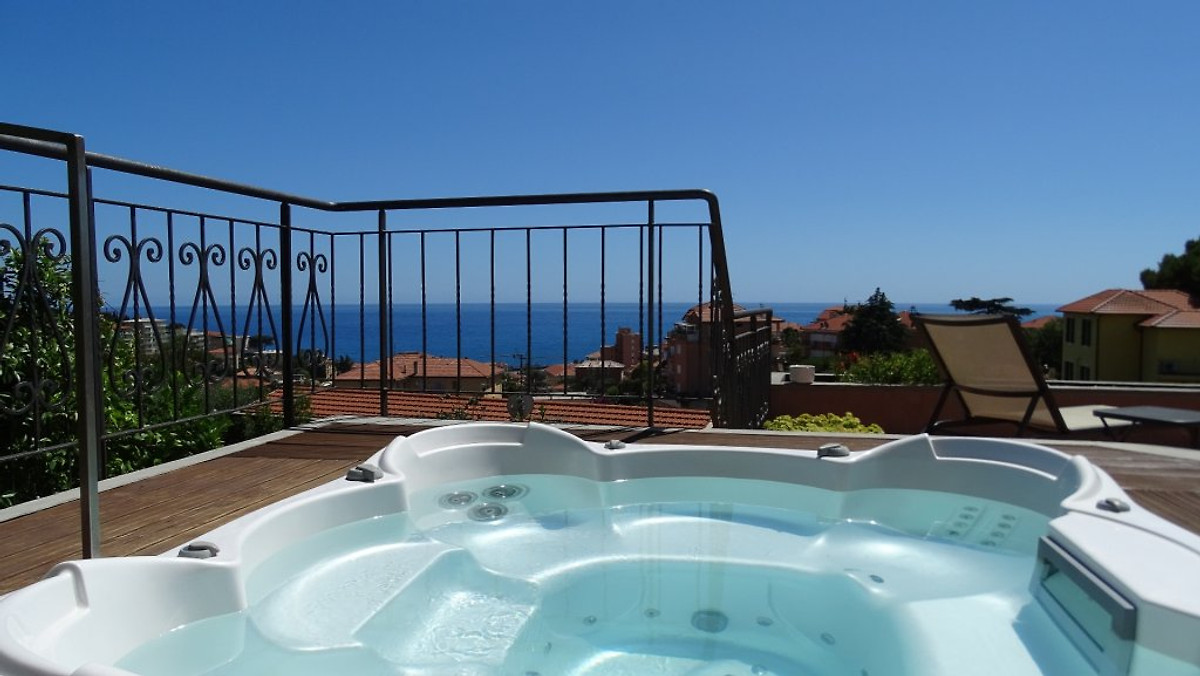 casa delmi terrasse avec jacuzzi maison de vacances imperia louer. Black Bedroom Furniture Sets. Home Design Ideas