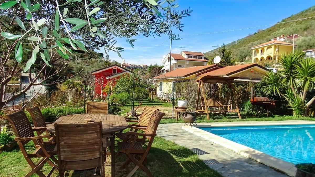 Suite jardin avec piscine appartement imperia louer for Suite avec piscine