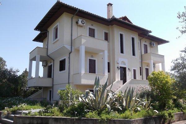 Villa Christina Apartments en Amaliapolis - imágen 1