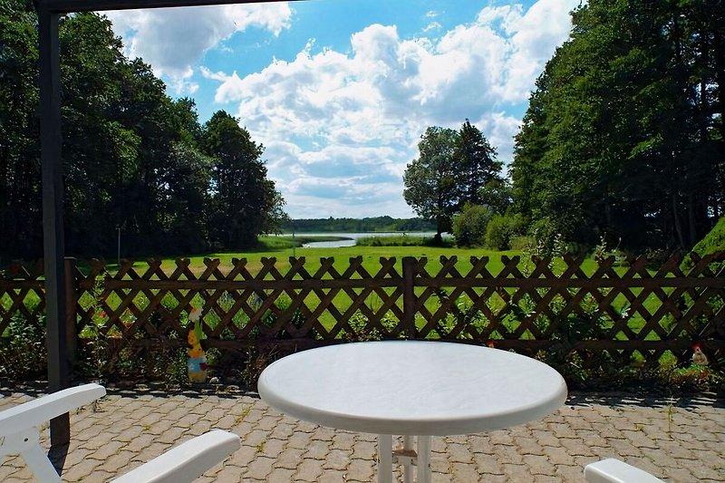 Seeblick von der überdachten Terrasse
