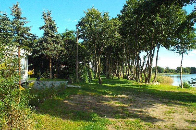 Badestelle und Uferpromenade vor dem separatem Grundstück