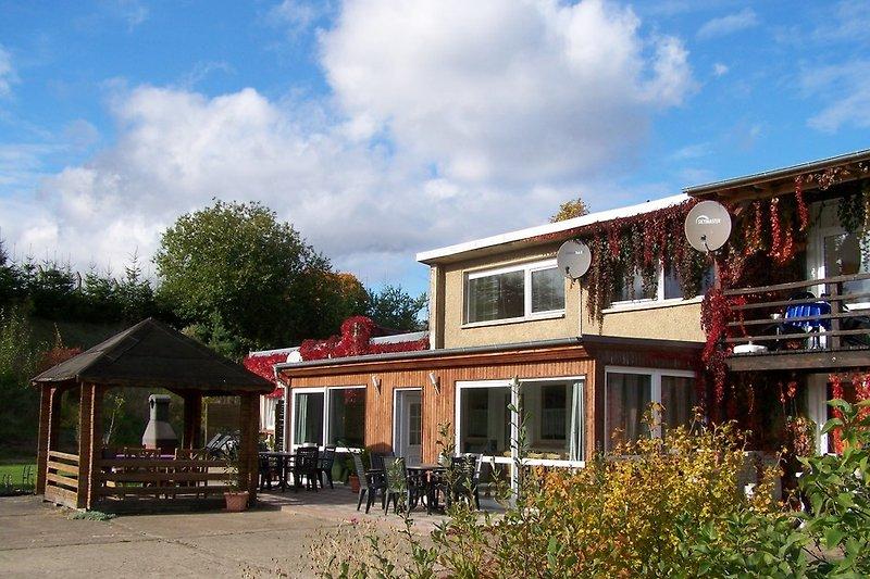 Ferienhaus mit Wintergarten, Terrasse und Pavillion