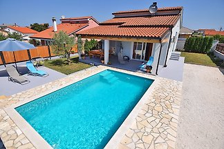 Maison ENZA pour 6 personnes avec piscine