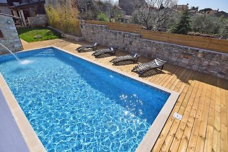 SAN ROCCO pour 9 avec piscine et Jacuzi