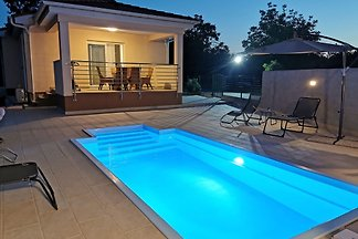 Cottage KOTA with pool for 5-7